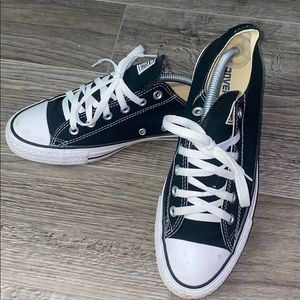 Black converse Chuck Taylor